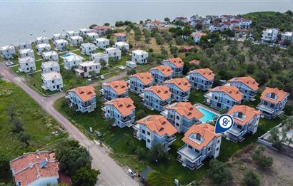 Ayvalık Küçükköy'de Satılık 272 m² Triplex Villa